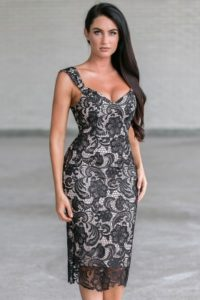 Embellish Your Beauty With Black Lace Dresses